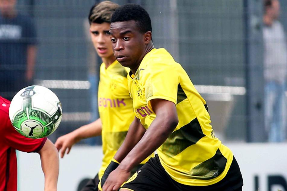 Youssoufa Moukoko (15) arbeitet auf sein Bundesliga-Debüt hin. (Archivbild)