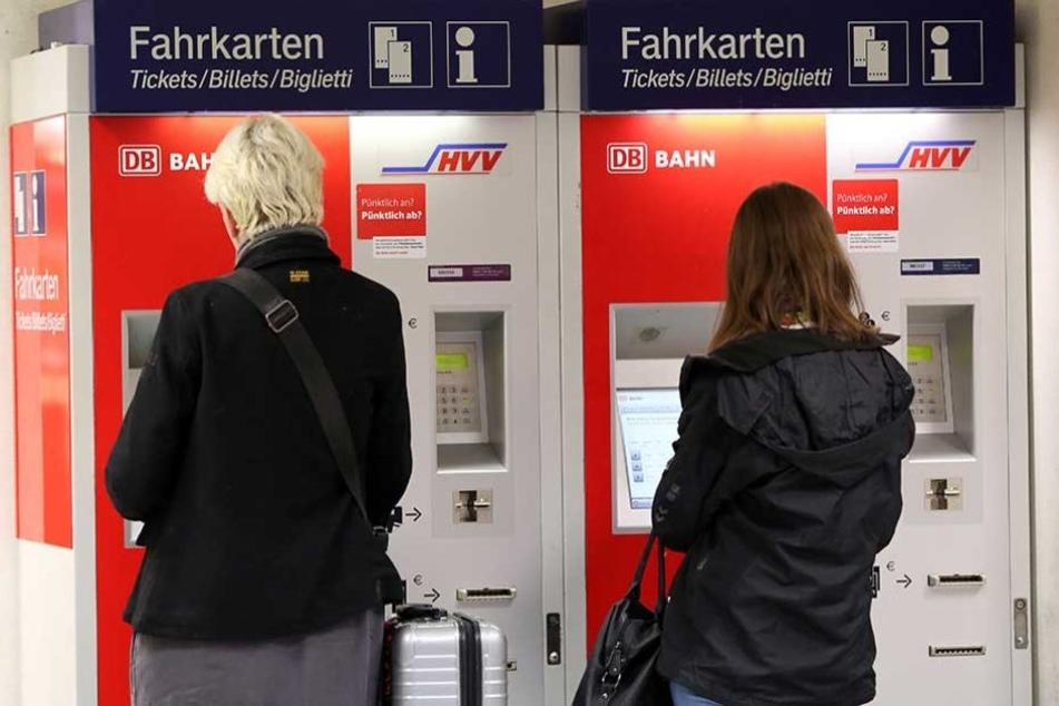 Bahnreisende müssen bald wieder mehr für ihre Tickets zahlen.