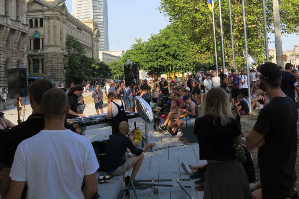 Aus Freude am Tanzen: Leipziger Club-Demo vor dem Rathaus