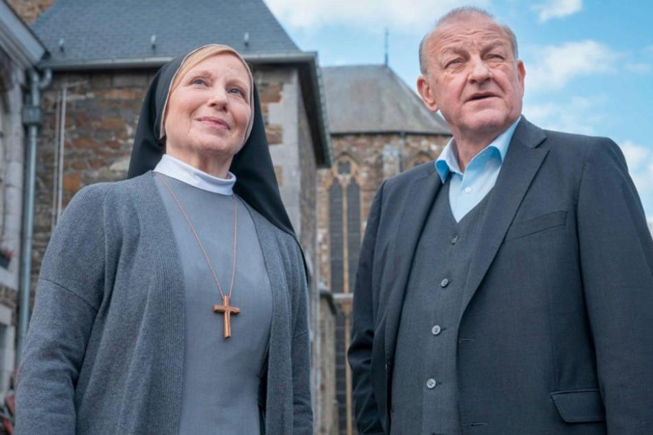 Georg Wilsberg (Leonard Lansink) ermittelt in dem Kloster von Schwester Helena (Maren Kroymann).