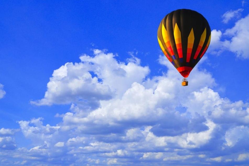 Bei der Landung eines Heißluftballons wurden zwei Personen verletzt. (Symbolbild)