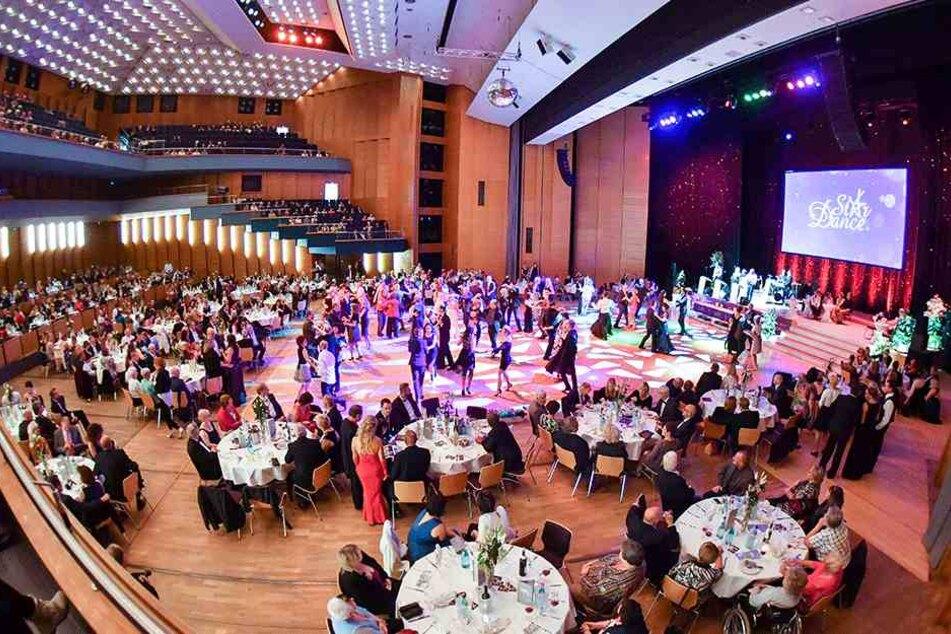 Rund 800 Gäste verfolgten die Tanzgala in der Chemnitzer Stadthalle.