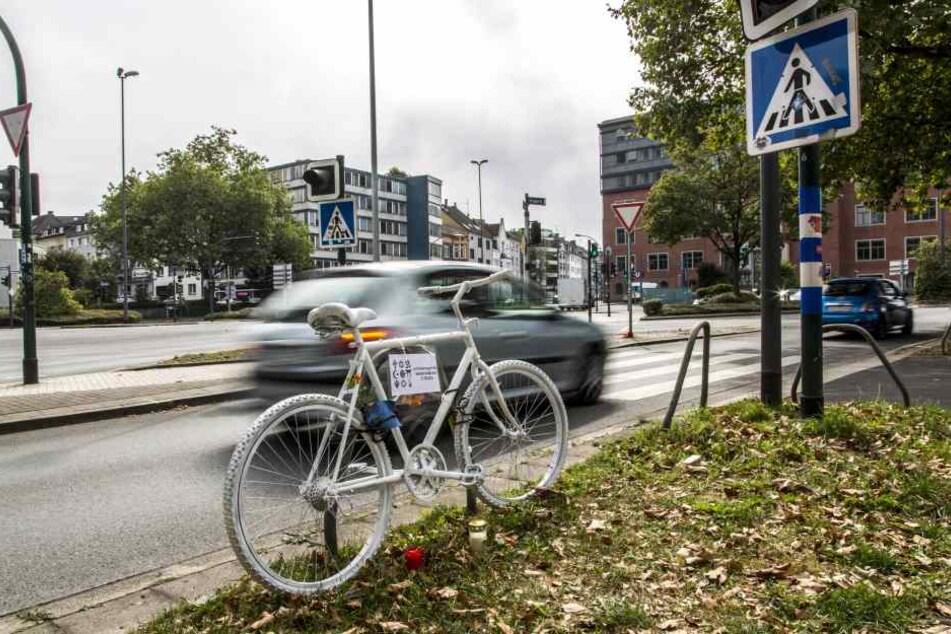 In Leipzig wurde ein Rentner bei einem Unfall verletzt. Doch damit nicht genug.