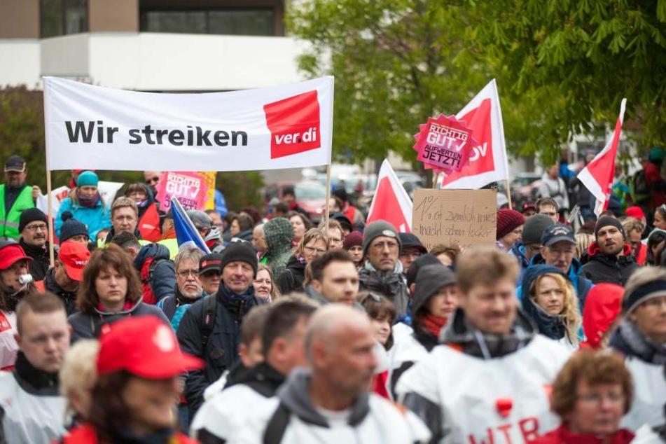 Viele legen am Donnerstag in Hamburg die Arbeit nieder. (Symbolbild)