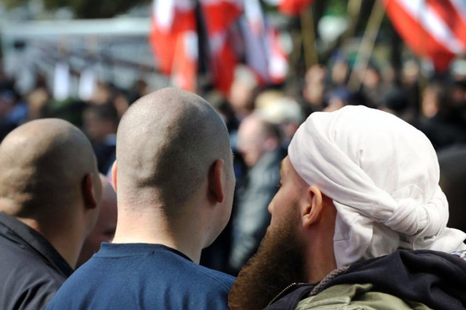 Sowohl die Zahl der Rechtsextremisten als auch der Islamisten nahm in Brandenburg deutlich zu. (Bildmontage)