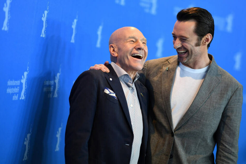 Hugh hat viel Humor - auch wenn es um die Gerüchte um seine Homosexualität geht. Hier ist er mit Schauspielkollege Patrick Stewart (links) zu sehen.