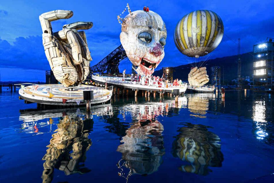 Die Festspiele warten jährlich mit einem imposanten Bühnenbild auf.