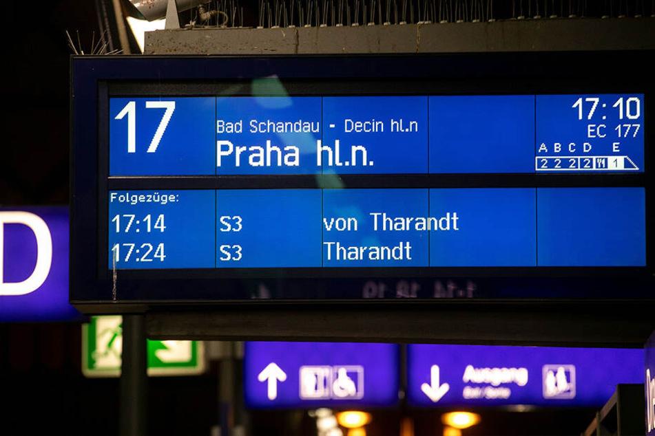 Im Zweistundenrhythmus fahren tagsüber die Eurocity-Züge nach Prag. Nun leider nicht mehr ganz so günstig...