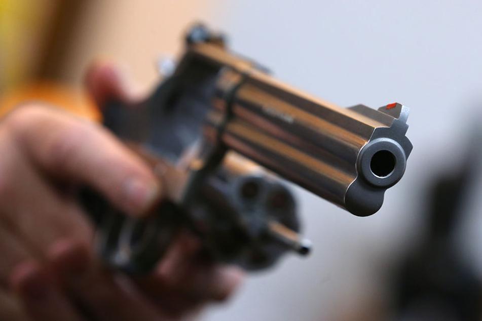 Alkoholisierter schießt mit Schreckschusswaffe um sich. (Symbolfoto)