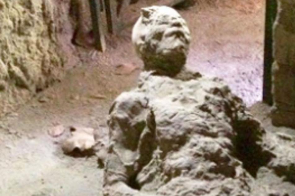 """""""Masturbiert der?"""" Darum lacht das Netz über einen Pompeji-Toten!"""