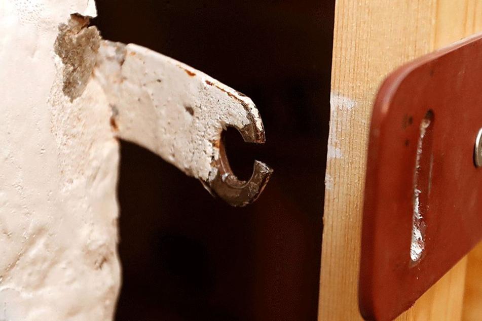 Immer das gleiche Muster: Kellereinbrecher knacken kleine Schlösser und  durchsuchen die Verschläge.