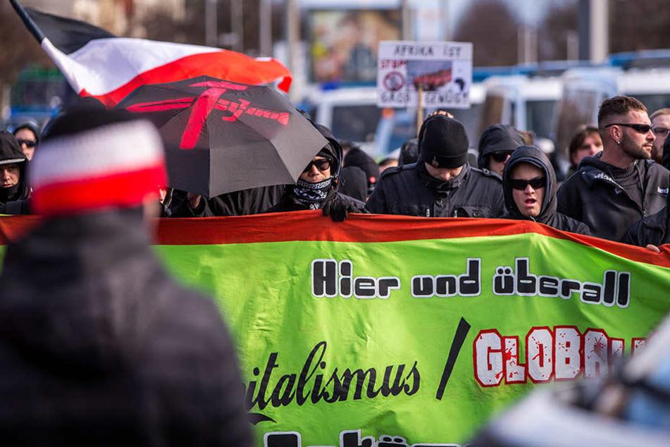 """Eine Demonstration der Partei """"Die Rechte"""" in Leipzig. Auch im Landkreis soll es 2016 laut Chronik.LE mehrere rechte Demos und Kundgebungen gegeben haben."""