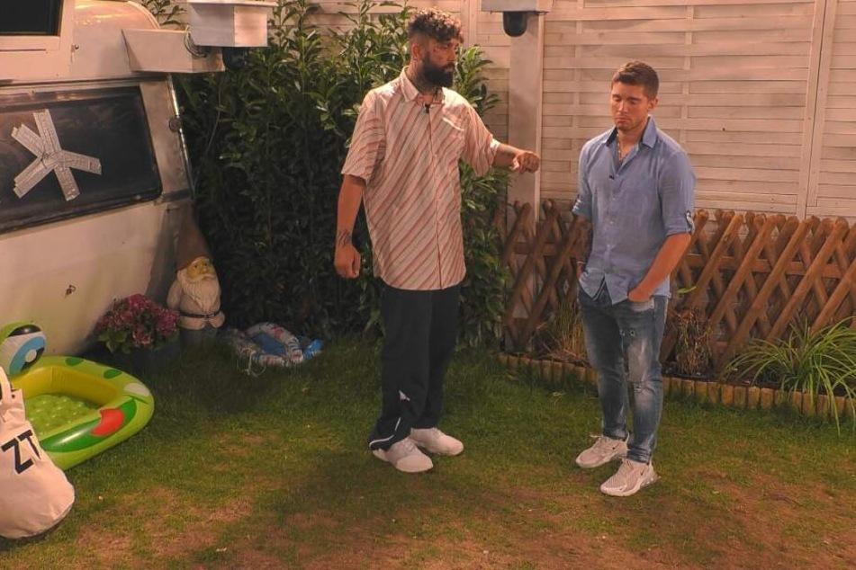 Zurück im Zeltlager kommt es zum Streit zwischen Chris Manazidis (32) und Joey Heindle (26).