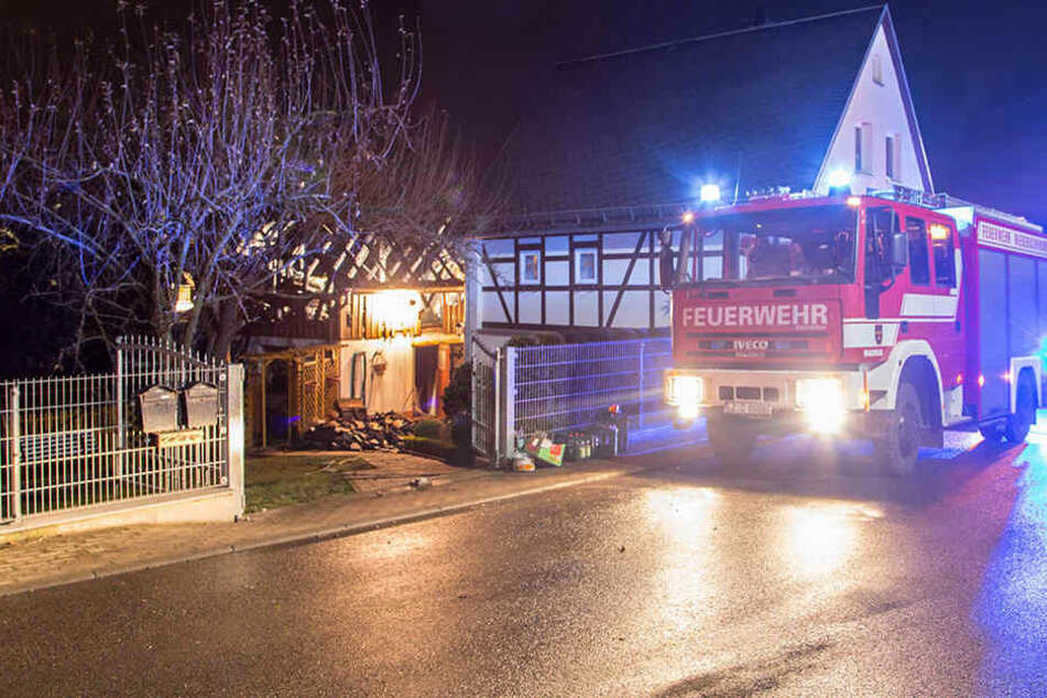 Großeinsatz: Feuerwehr rettet Wohnhaus