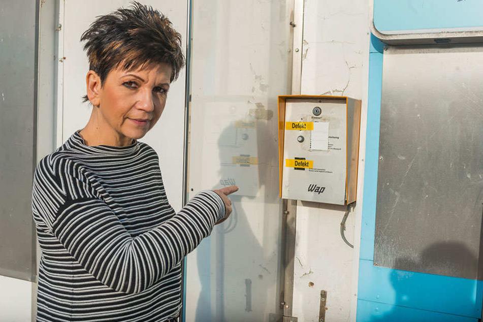 Simone Saloßnick, Chefin der Dynamo-Tankstelle zeigt die Schäden.