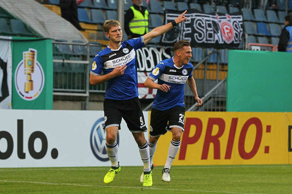 Fabian Klos und Konstantin Kerschabumer feierten gemeinsam das 1:0.