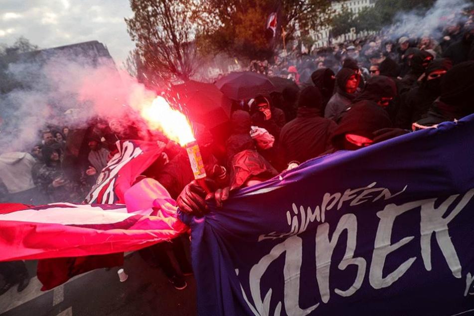 Während der revolutionären Maidemo wurde massiv Pyrotechnik abgebrannt.