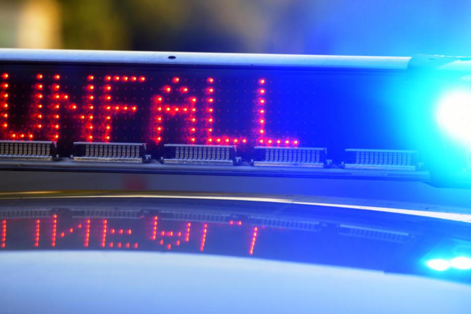 Die Polizei ist an der Unfallstelle auf der A4 vor Ort. Viele Details sind noch unklar (Symbolbild).