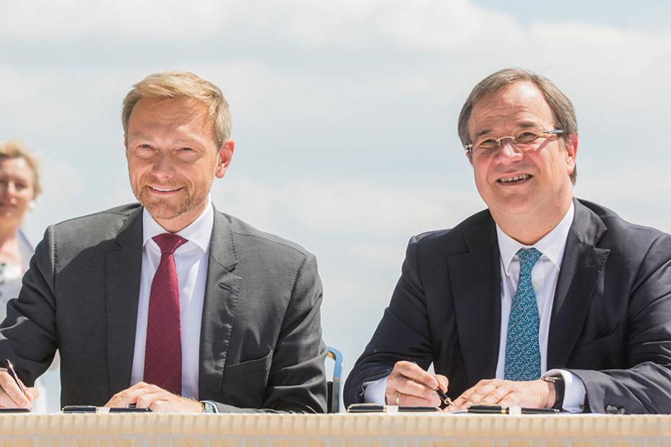 FDP.Chef Christian Lindner und NRW-CDU-Chef Armin Laschet hielten eine Verbesserung des Schul-Schwimmens im Koalitionsvertrag fest.