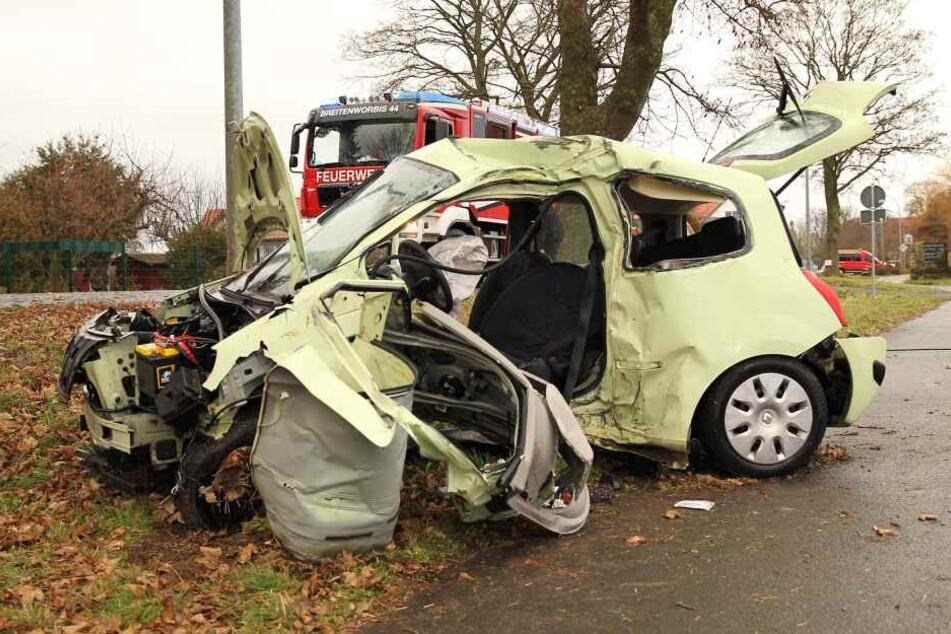 Tödlicher Unfall: 20-Jährige stirbt nach Baum-Crash