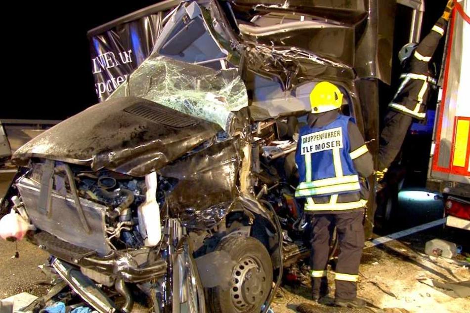 Vier Lkw waren in den ersten Unfall verwickelt.