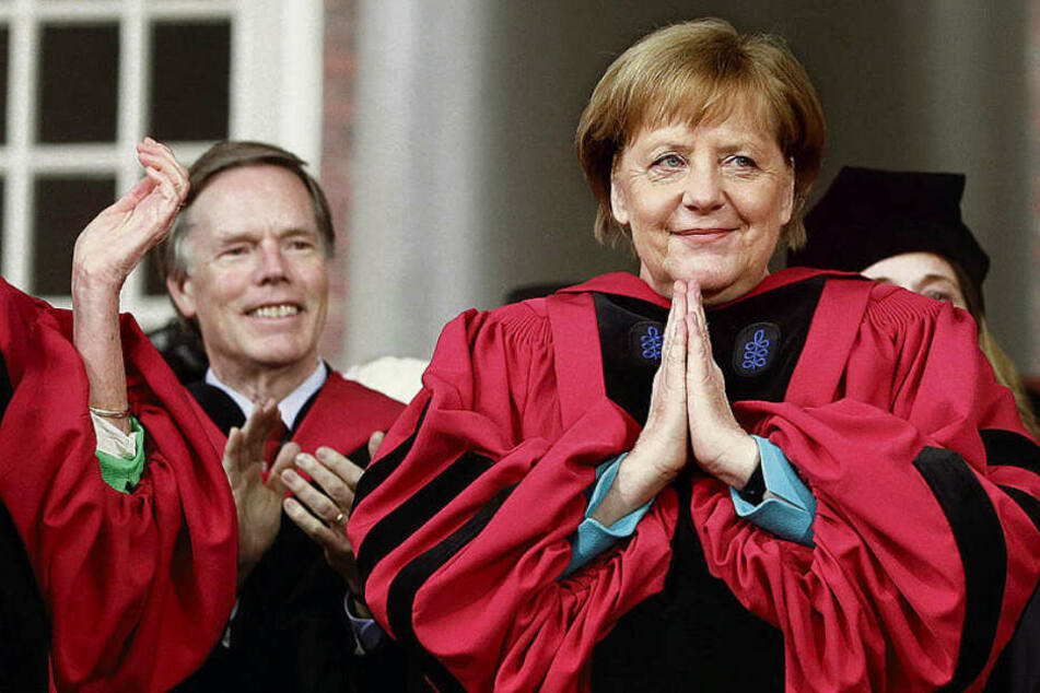 Angela Merkel bekommt in Leipzig ihren 17. Ehrendoktor-Hut