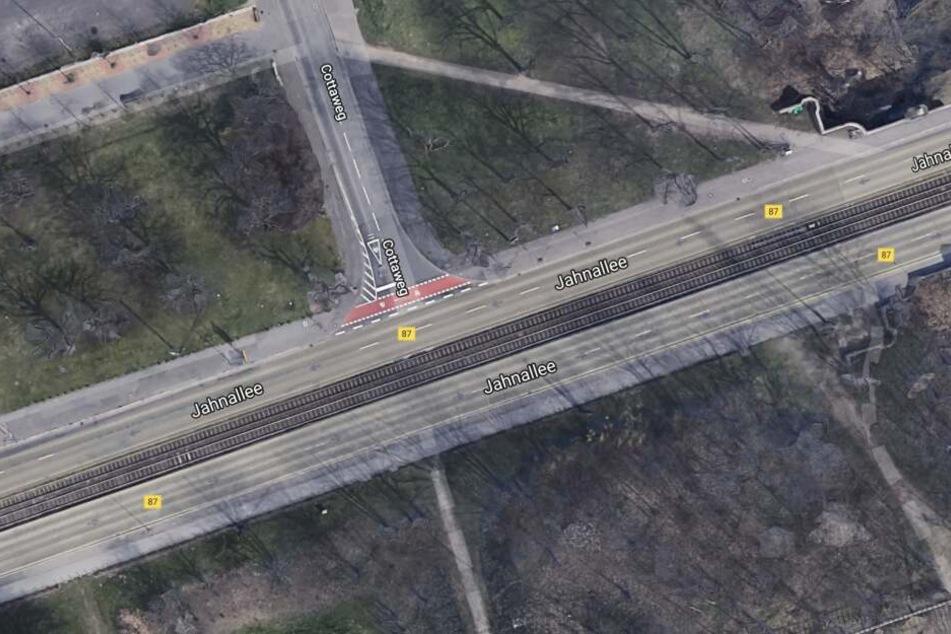 Die Kreuzung Jahnallee/Cottaweg wurde in den letzten drei Wochen dreimal zum Schauplatz schwerer Unfälle mit Radlern, einer davon endete tödlich.