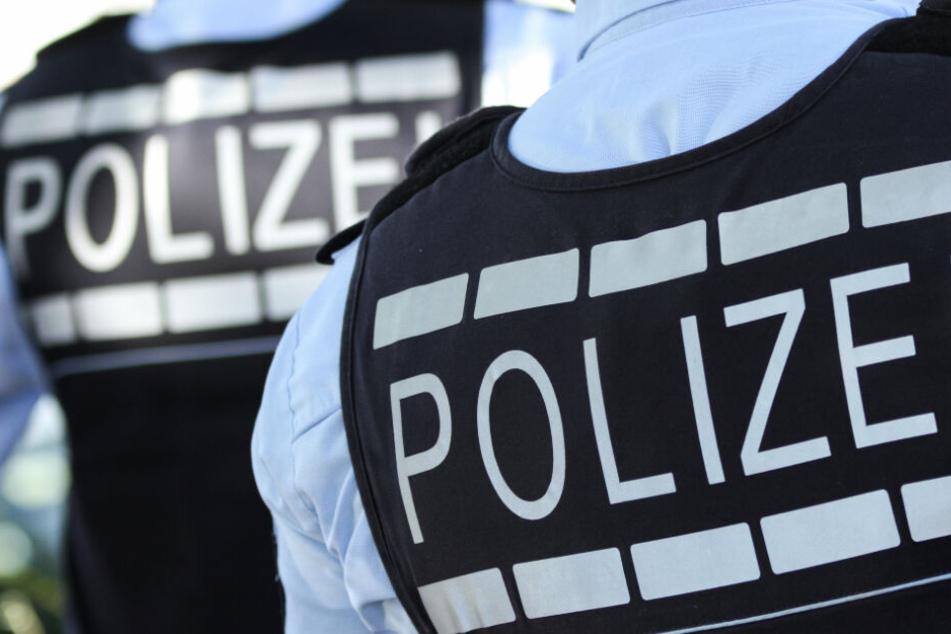 Die Polizei nahm den Tatverdächtigen in der Unterkunft fest. (Symbolbild)