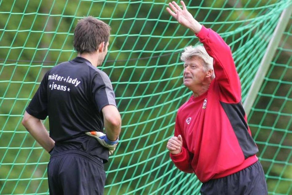 Werner Friese (r.) zu seiner Zeit bei Dynamo mit dem damaligen Torhüter Tino Berbig.