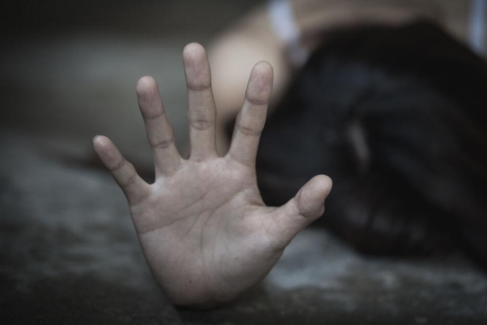 Zwei Frauen fielen dem Mann zum Opfer, zwei weiter konnten sich wehren. (Symbolbild)