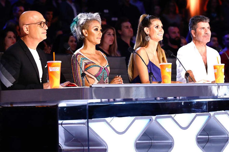Die Juroren von America's Got Talent: Howie Mandel, Melanie B., Heidi Klum und Simon Cowell (von links nach rechts).