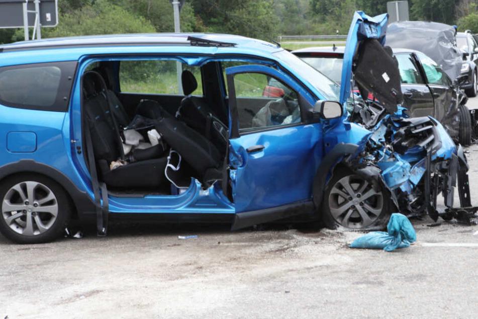 Auf der Bundesstraße 25 ist es zu einem schweren Unfall gekommen.