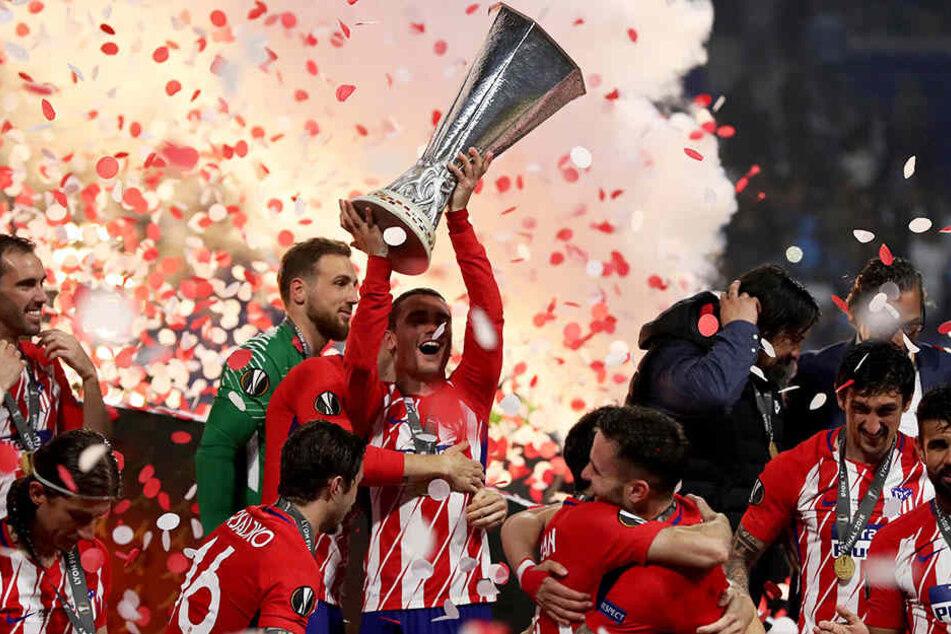 Wer darf im Fußball eigentlich international spielen und warum?