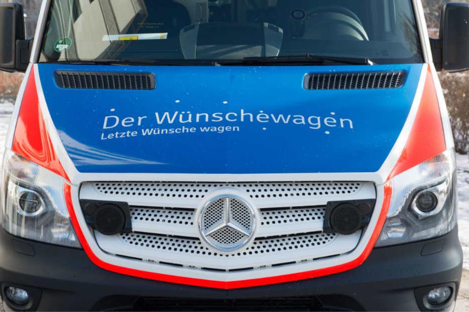 """Der """"Wünschewagen"""" des Arbeiter-Samariter-Bundes (ASB), der Schwerkranken und Sterbenden letzte Wünsche erfüllt."""