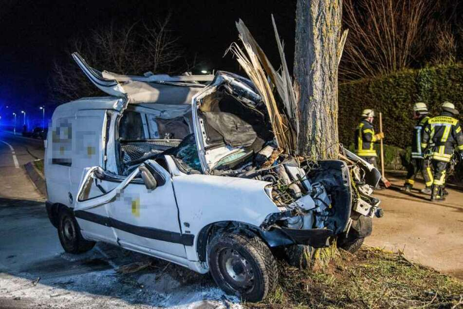 Der 18-Jährige wurde mit einem Rettungshubschrauber in eine Klinik geflogen.