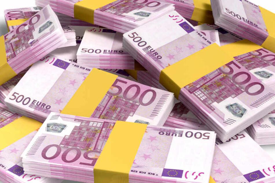 16.000 Euro und ein einige Geschenke vergaß ein Mann in einem Zug. (Symbolbild)