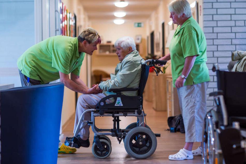 Über 50.000 Sachsen leben in Pflegeheimen, müssen mit teils erheblich steigenden Kosten rechnen.