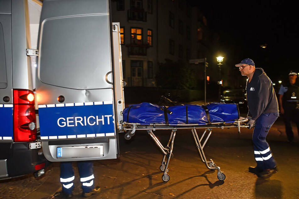 In Schwedt an der Oder wurde ein toter Mann in einem Wohnhaus gefunden. (Symbolbild)