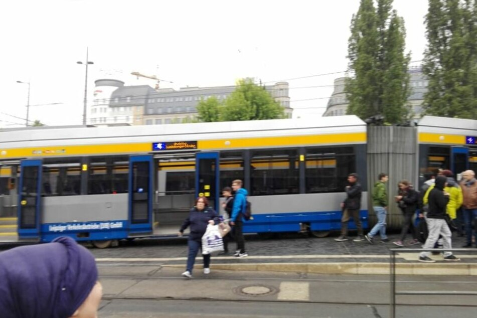 Leipzig: Straßenbahn am Leipziger Hauptbahnhof entgleist!