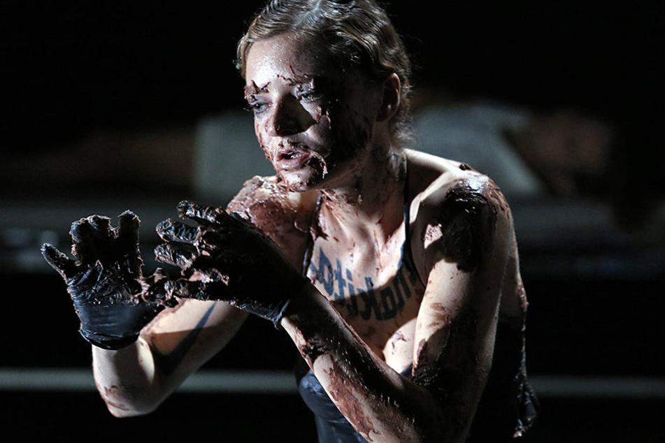 Schauspielerin Anne Kulbatzki (28) wurde nach einer Vorstellung mitten in Berlin niedergestochen.