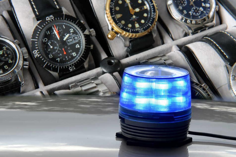 Mit einem aufgesetzten Blaulicht auf dem BMW gaben sich die Männer als Polizisten aus. (Symbolbild)