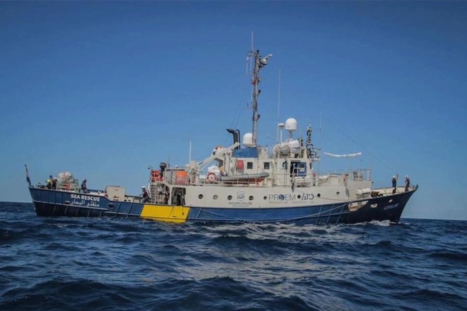 """Die """"Lifeline"""" kreuzt bald wieder mit sächsischen Helfern am Bord im Mittelmeer - um Menschenleben zu retten."""
