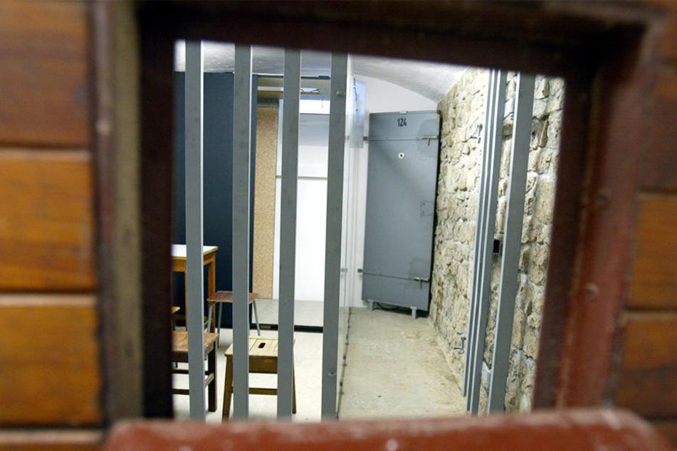 Blick in einen Haftraum im ehemaligen Stasi-Knast.