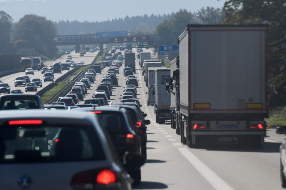 Auf den deutschen Autobahnen könnte es heute voll werden. (Symbolbild)