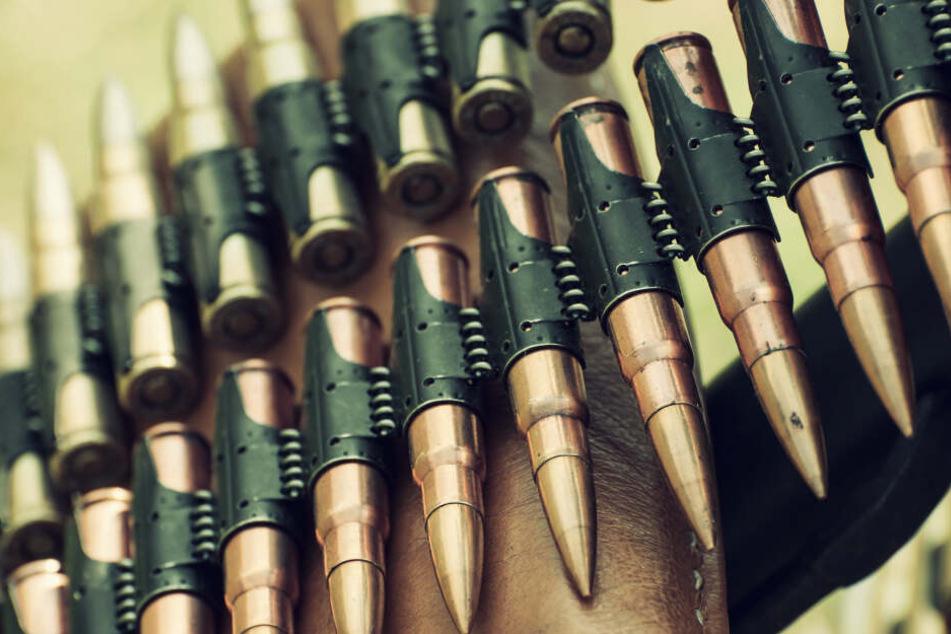 Die gefundenen Leuchtspurpatronen können aus einem Panzergeschoss abgefeuert werden. (Symbolbild)