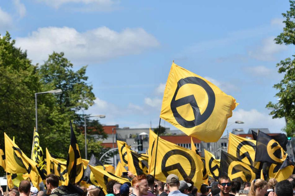 Die Identitäre Bewegung hat bundesweit Anhänger und wird seit 2016 vom bayerischen Verfassungsschutz als rechtsextremistische Organisation beobachtet.