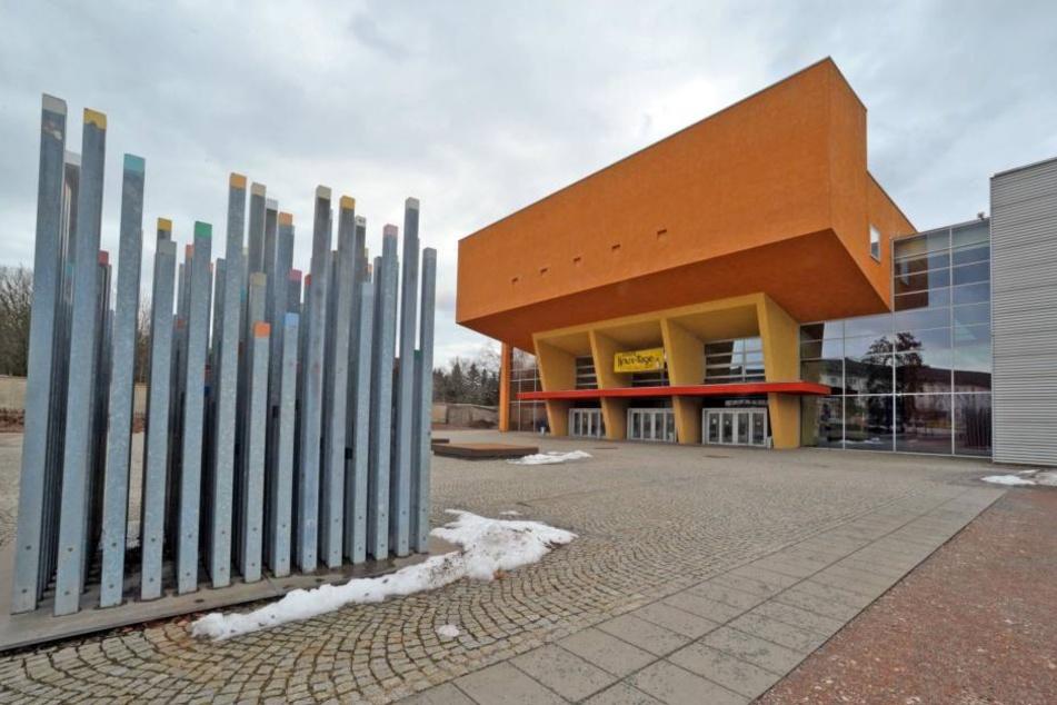 Hinter der modernen Architektur der TU Chemnitz verstecken sich helle Köpfe.