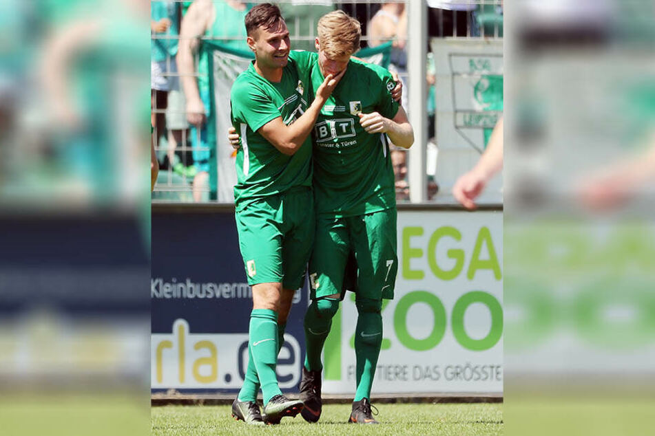 In seinem letzten Pflichtspiel für Chemie Leipzig vor seinem Wechsel zum Chemnitzer FC schoss Alexander Bury (r.) den Siegtreffer im Sachsenpokal-Finale.