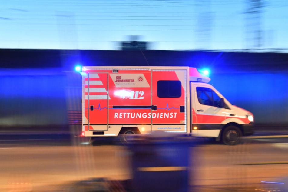 Die Frau erlitt bei dem Überfall einen Schock und musste ins Krankenhaus gebracht werden. (Symbolbild)