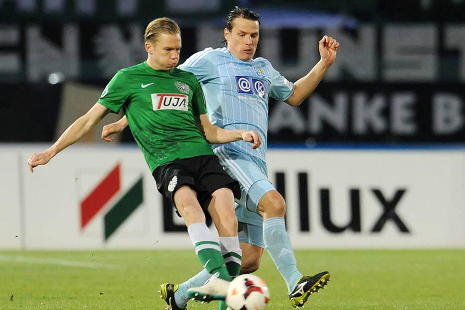 Am 26. März 2014 trug Dennis Grote  (l.) noch das Münster-Trikot. Hier führte er einen Zweikampf gegen Marc Hensel.  Der CFC verlor damals mit 1:3.
